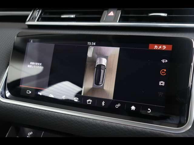 サラウンドカメラシステム「車載カメラにて、車を真上から見下ろしている映像をディスプレイに表示。狭い場所での駐車などに役立ちます。」