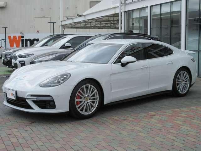 ボディカラー:ホワイト(C9A)3,996cc V型8気筒(4バルブ)ツインターボエンジン フロントエンジン4輪駆動