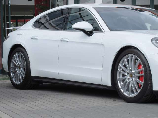 オプション:20インチ・パナメーラデザインホイール タイヤプレッシャー・モニタリングシステム(TPM)