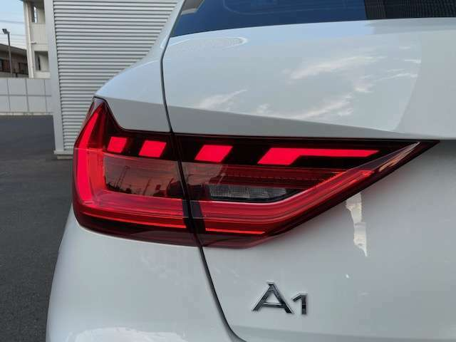 テールライトにもLED採用!美しいデザインと共に、後方からの視認性も良好です!