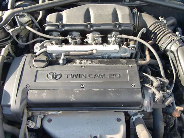 ヤマハ製20バルブ4スロットルツインカムエンジンはいい音を奏でます