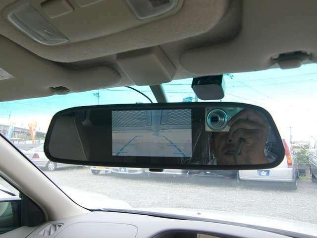 Aプラン画像:ルームミラー中央部にバック時のみ後方画像が映し出されるスマートなバックカメラです♪