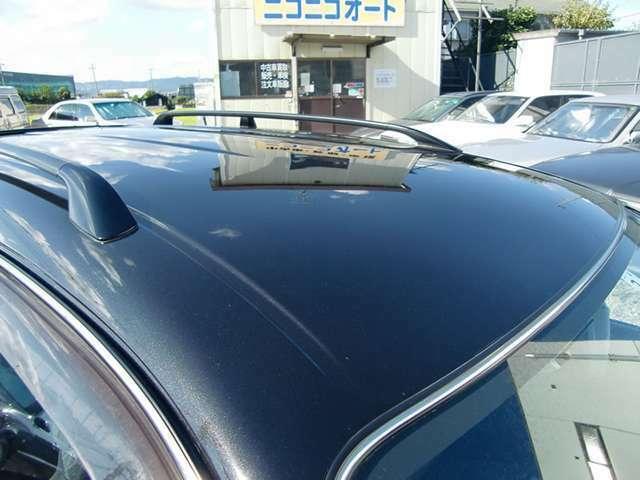 ルーフの色褪せしている車両の多い中こちらのBZは御覧の通り状態が良く綺麗です