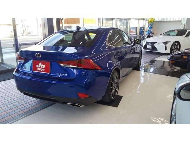 よりスポーティな走りを味わえるように前後異サイズのタイヤを専用設定し、スタビライザー、EPS*1などを専用チューニング。