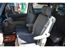 たっぷりと包まれる助手席大型シート大切な方のための特別なシート。長時間のドライブでも疲れにくい専用大型シートです。もちろんワイヤレスリモコン搭載です。