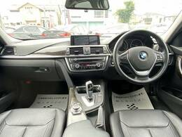BMW人気の高級感のある内装をご覧ください!木目×黒本革シートは高級車ならではの装備です!