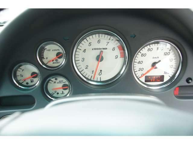 走行距離は41,817kmです。チェックランプ点灯などの異常はありません。