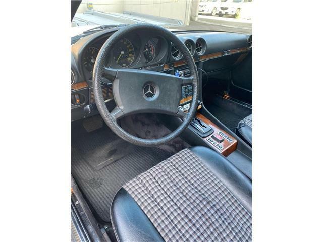 内装色はブルーモケットになります。運転席に若干の擦れはございますが、インパネ部分等に目立ったヒビはございません。