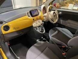 ボディ同色のインパネはイタリア車ならではのお洒落感!