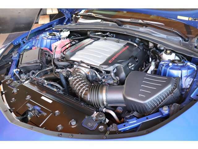 V型8気筒6.2Lエンジンはハイパフォーマンス!スペック通りのパワフルな走りはもちろんの事、アメ車ならではの独特な排気音も病みつきになります!
