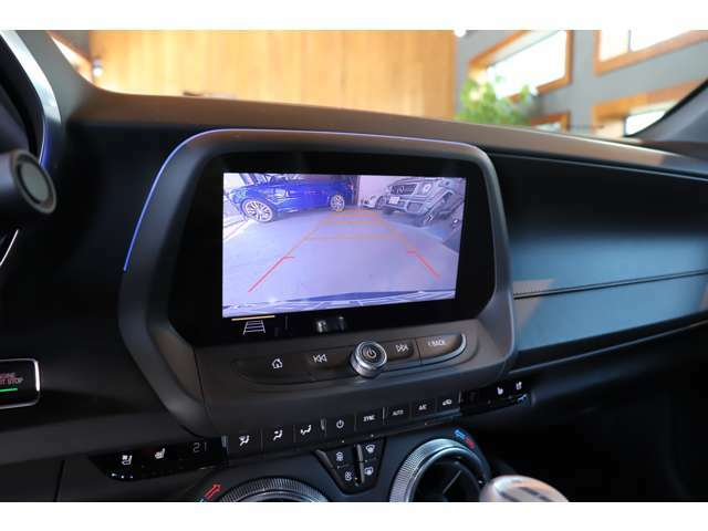 バックカメラにコーナーセンサー付きで車庫入れも安心です!
