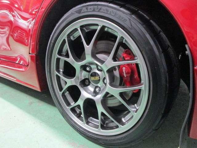 245幅/40扁平タイヤ、18インチファイナル専用カラーBBSアルミホイール!