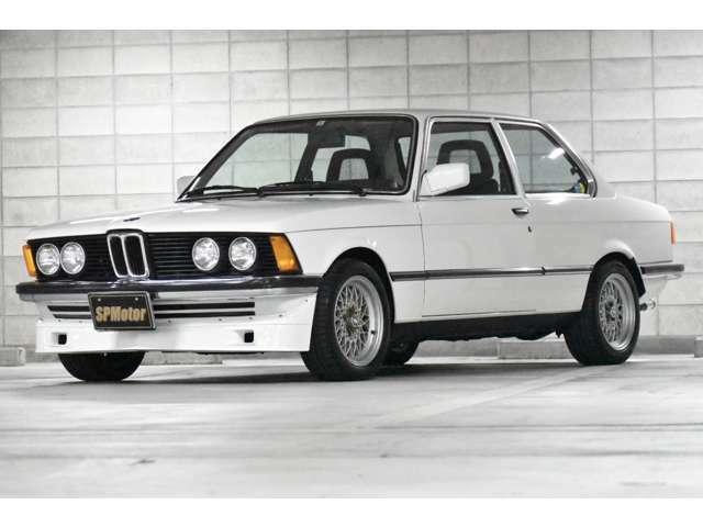 BMWらしいこのスタイル!飽きのこない美しきデザインです!ボディーカラーはアルピンホワイトですが、現在の明るい白の300アルピンホワイトと違い、当時は146アルピンホワイトです!