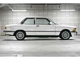 横からです!もともと3シリーズは2ドアの設定しか無い車でした!