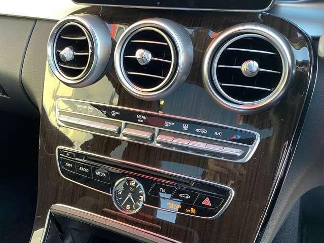 運転席、助手席で独立して温度設定が可能。