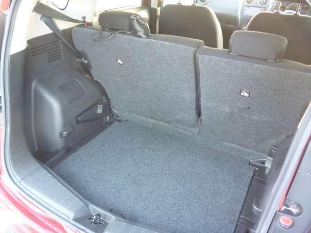 大容量のトランクルームです♪リヤシートをフラットにすれば長物でも楽々収納可能です♪