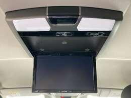 ◆アルパイン製10.1インチフリップダウンモニター(TMX-RM320S)【天井にはフリップダウンモニターも装備されております。ロングドライブでも快適にお過ごしいただけます。】