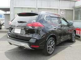 外装色:ダイヤモンドブラックPです。当社が試乗車及び社有車として使用した車です。新車保証も継承してお渡します。