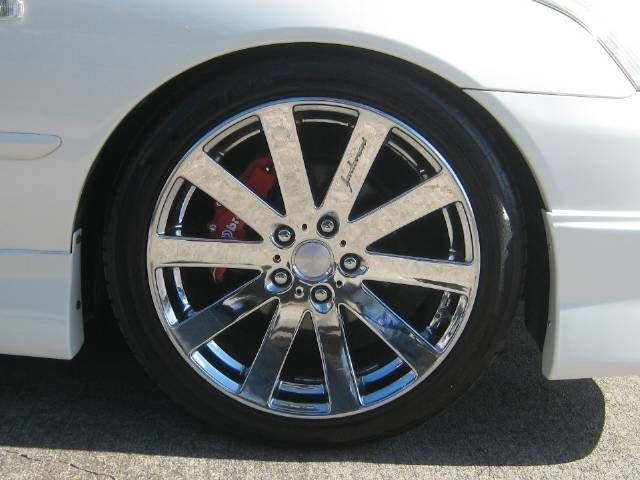 ベネルディ エボラーニ18インチメッキホイール&タイヤセットを取付けました。パールホワイトのボデーカラーにメッキホイールが似合いますよ!