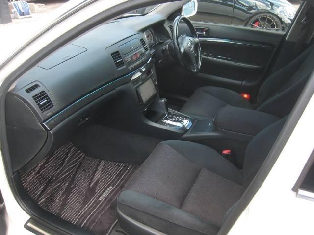 車両価格にはトヨタディーラー車検整備費用及び交換パーツ(オイル・エレメントACフィルタ・バッテリー・ワイパーゴム)など全て入れてあります。その他パーツも整備士判断で交換する安心ディーラー整備です。