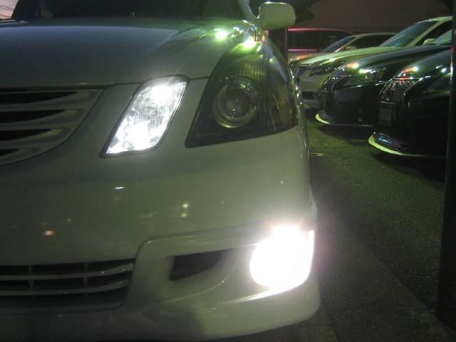 高光度LEDポジションバルブ&LEDフォグランプを点灯して撮影した写真です。COOLなナイトドライブを楽しめます。