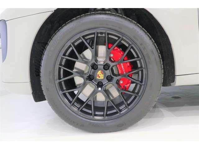 この度は弊社のお車に興味をお持ちいただきありがとうございます。詳細に関しましては弊社ホームページhttps://www.autolinxmitt.com/stock-car/よりご確認ください。