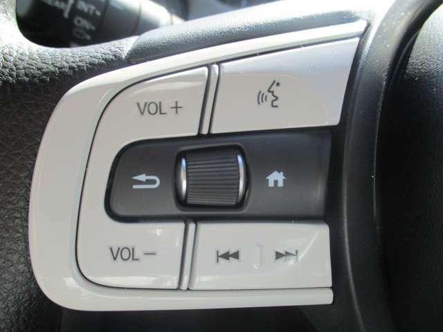 ステアリングスイッチがついていますので、オーディオのチャンネル変更、ボリューム、ジャンル変更が操作可能です!