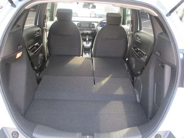 リアシートを倒せばこんなに、広いスペースがうまれます!車中泊も可能です!