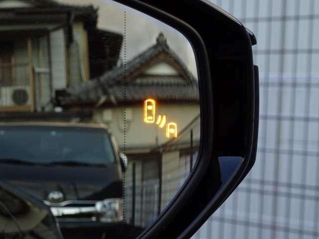 ブラインドスポットモニターが完備されております!隣の車線を走る車両を、レーダーで検知!ミラーで見にくい後方の接近車両を、ドアミラー内に搭載されたLEDインジゲーターが点灯・点滅し注意喚起を促します☆☆