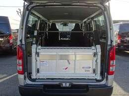 2020年12月登録/型式:QDF-GDH201V/4ナンバー(小型貨物車)/1年車検/2800cc/ディーゼルターボ車/2WD/4ドア/3人乗り/トヨタ車体製パワーリフト付(最大昇降能力300kg)