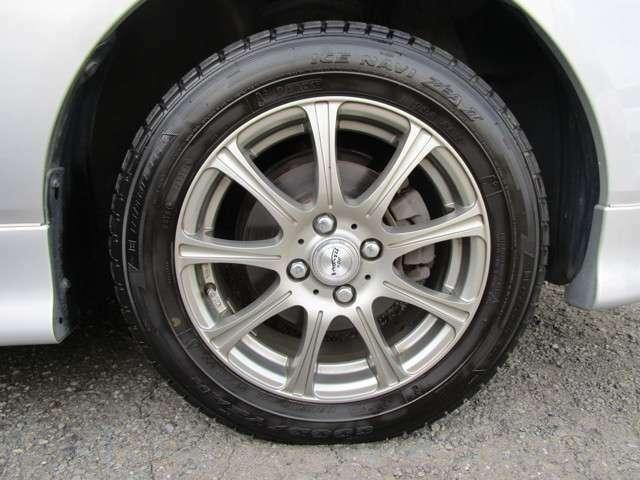 社外15インチAWにはスタッドレスタイヤが奢られていますが・・・