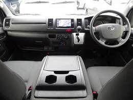 運転席エアバッグ/ABS/キーレス/イモビライザー/排ガス浄化装置スイッチ/フロントエアコン/社外フロアマットが装備されています。