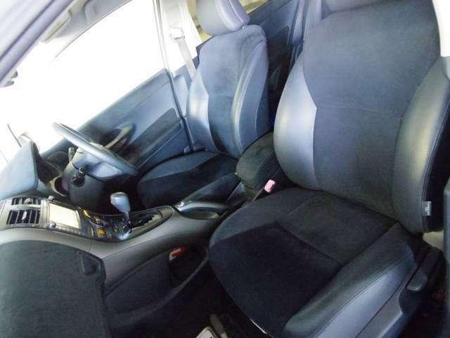 フロントシート 使用感少なく綺麗な状態です シートの破れ、汚れ等ございません ハーフレザーシート パワーシート Wエアバック オートエアコン ETC スマートキー