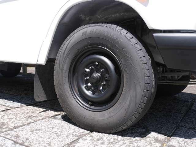 タイヤ・ホイールともに新品に交換しております。ブレーキも直しておりますので、安心して走行して頂けます。