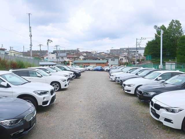 関東最大級の輸入車専門展示場に厳選仕入れした良質な正規ディーラー車を多数展示しております。