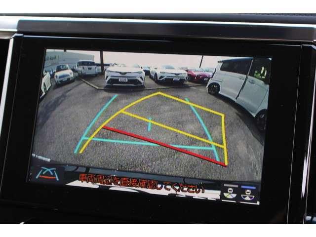 ハンドルに連動したガイド付きのバックモニター☆コーナーセンサーもついていますので駐車も安心です。