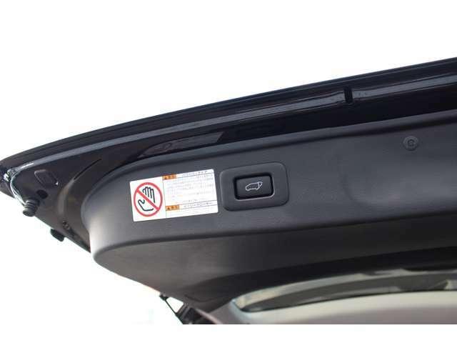 パワーバックドア☆スマートキーや車内からスイッチ操作で電動開閉可能です!