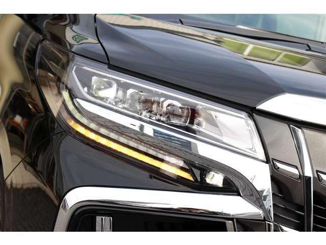 3眼LEDヘッドランプ☆シーケンシャルウィンカー(流れるウィンカー)のヘッドランプです。