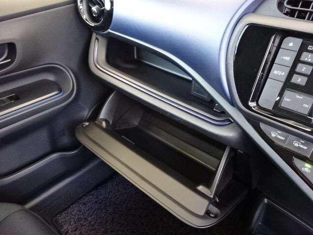 助手席前に設置されたグローブボックス!様々な物を収納でき、便利です!