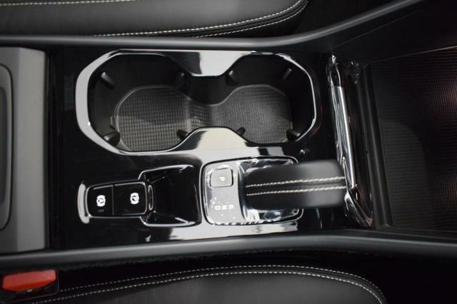 車内自動換気システム搭載。車内の空気をクリ-ンに保つ為に開発された技術です。外気の状態をモニタ-し、必要に応じて外気導入口を閉じることで花粉や汚染質の侵入を遮断します。