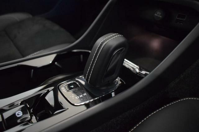 ボルボの徹底した機能美の探究は、車内のデザイン性にもいかんなく発揮され、快適な空間には、気品漂う雰囲気を醸し出しています。