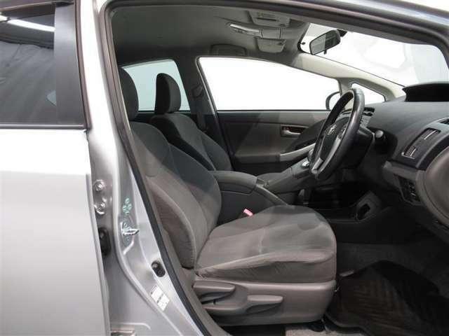 気になる汚れは「まるまるクリン」で解消! 当社の中古車はシートを外して隅々までキレイにクリーニングしてあります(但し、一部 高年式車両等は除きます)