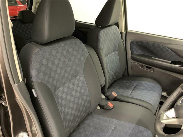 ハンドル調整もでき、ベンチシートでフラットなので乗り降りもとてもしやすいです!