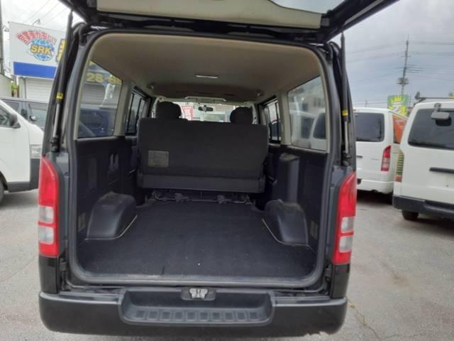 後の荷台には、お仕事の荷物の他、プライベートでもたくさん積み込めます