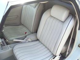 オプションも多数ご用意しており、シートの張替えやパネル塗装・アームレストの取り付けなどもしております。