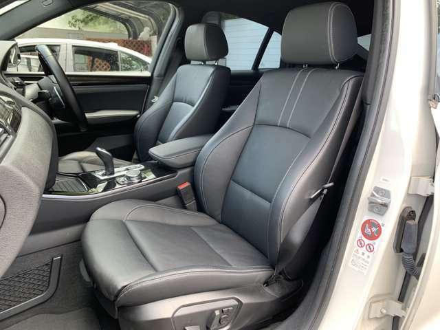 助手席も電動シート付の装備です。