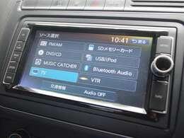 純正SSDナビゲーションを装備。車内で、フルセグTV視聴、DVD鑑賞、Bluetoothオーディオ機能も装備しております。