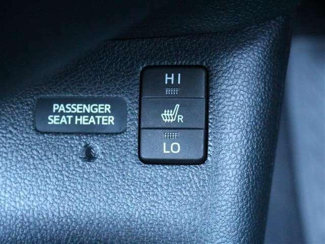 寒い日の肩や腰、冷えやすい下肢を温めてくれるシートヒーターが付いております!