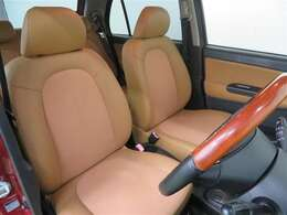 運転席・助手席シートは一度取り外して洗浄! 「まるごとクリーニング」でクルマをすみずみまでキレイに仕上げます☆