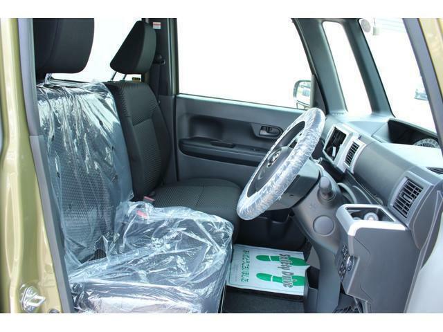 運転席は頭と天井との間の距離が広く、フロントガラスも広大なので軽自動車とは思えない開放感があります!